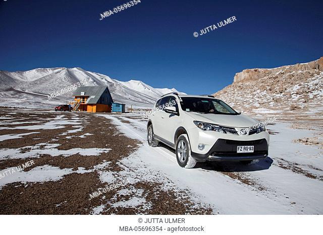 Chile, national park Nevado Tres Cruzes, Ojos del Salado, alpine hut, car, Offroad