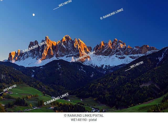 Catinaccio, Rosengarten, at Dusk with Moon, Saint Magdalena, Val di Funes, Dolomites, Trentino-Alto Adige, South Tirol, Italy, Europe