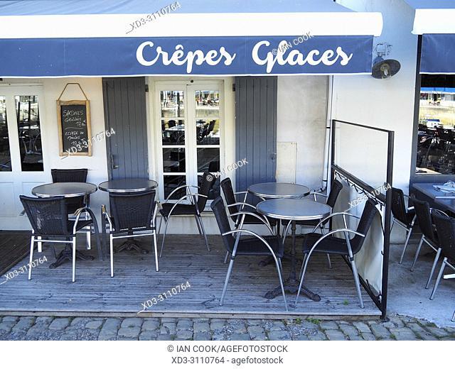 outdoor restaurant, Saint-Martin-de-Re, le de Re, Charente-Maritime Department, Nouvelle Aquitaine, France