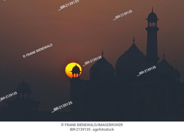 Taj Mahal, UNESCO Worl Heritage Site, against sunrise, Agra, Uttar Pradesh, India, Asia