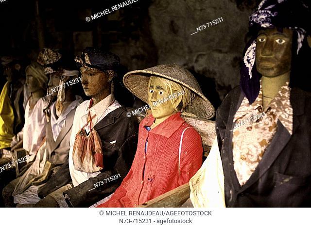 Figures depicting ancestors at Tau-tau cliff, traditional cemetery of Suaya, Tana Toraja. Sulawesi, Indonesia