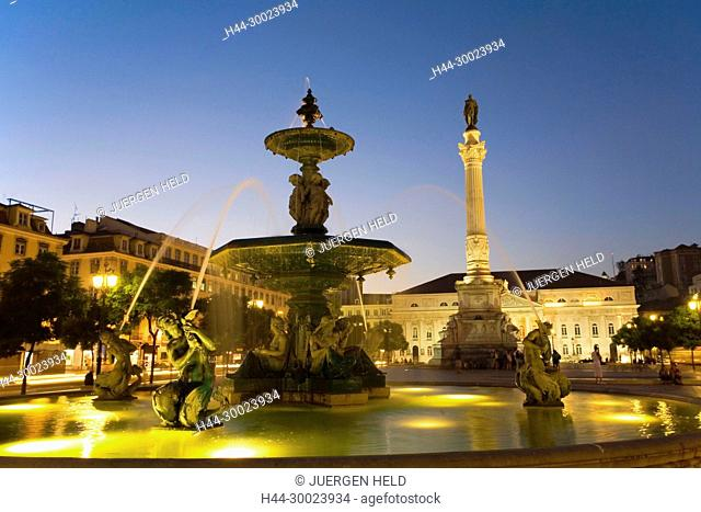 Portugal, Lisbon, Rossio square at night , fountain | Lissabon Rossio Platz bei Nacht, Brunnen