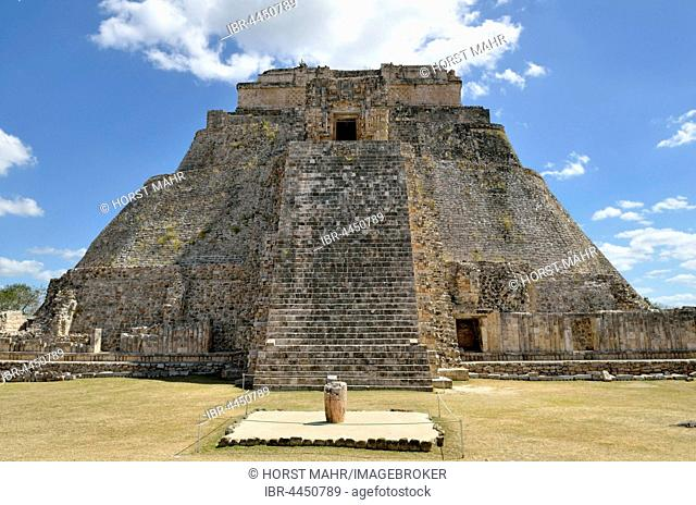 Piramide del Adivino, Pyramid of the Magician, ancient Mayan city of Uxmal, Yucatan, Mexico