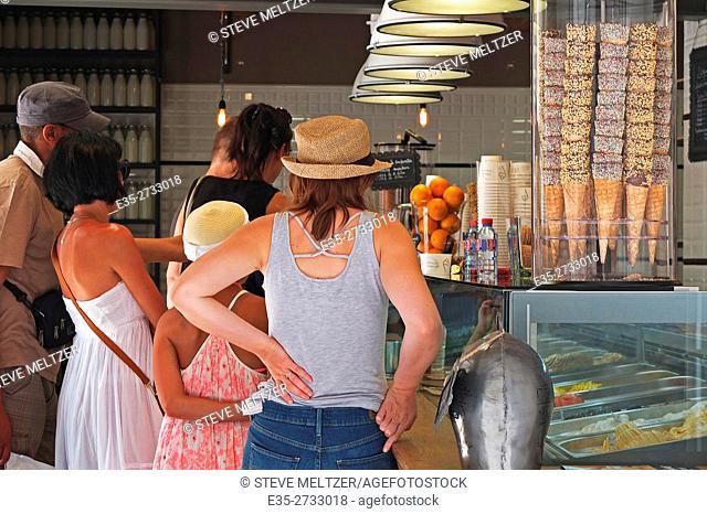 Tourists line up to buy ice cream