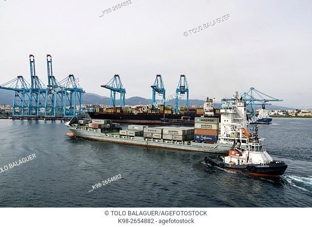 contenedores en el Puerto Bahía de Algeciras,Andalucia, Spain