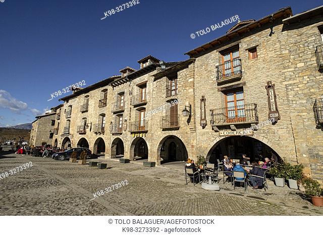 Plaza Mayor, Aínsa, Huesca, Aragón, cordillera de los Pirineos, Spain