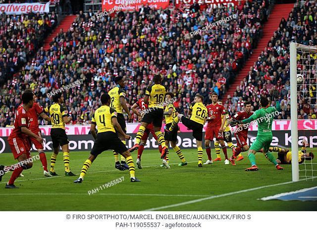firo: 06.04.2019, Football, 1.Bundesliga, Season 2018/2019, FC Bayern Munich - Borussia Dortmund, Mats Hummels, Bayern, Munich, Munich, Bayern Munich
