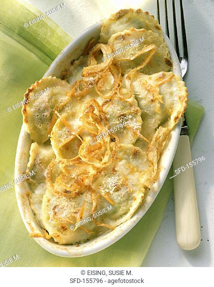 Baked ravioli with hollandaise and cheese (2)
