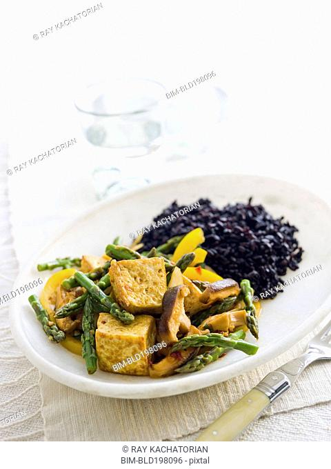 Tofu and vegetables on plate