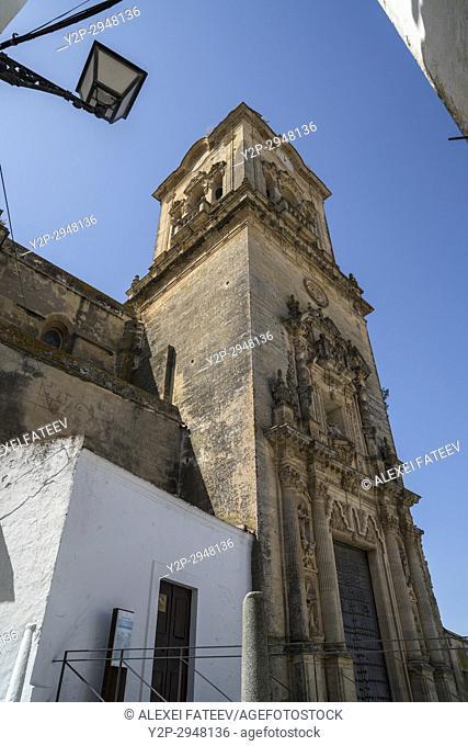 Iglesi de San Pedro in Arcos de la Frontera, one of small white towns of Andalusia, Spain