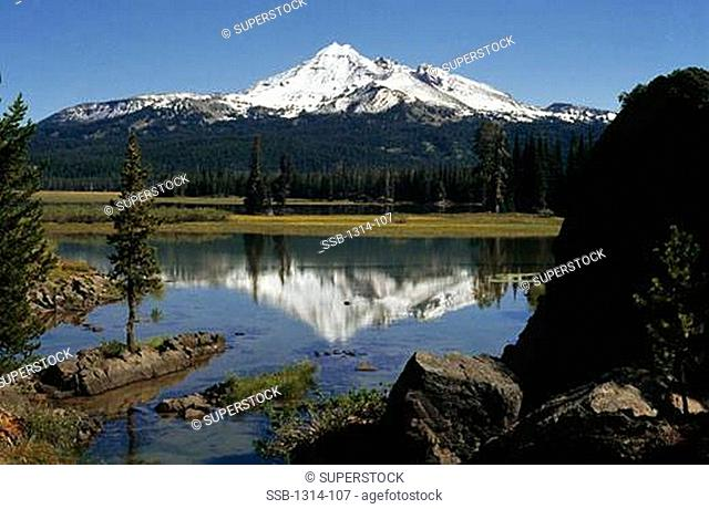 Lake with a mountain in the background, Sparks Lake, Broken Top, Bend, Deschutes County, Oregon, USA