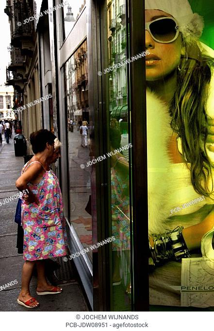 windowshopping in the via guiseppe giribaldi
