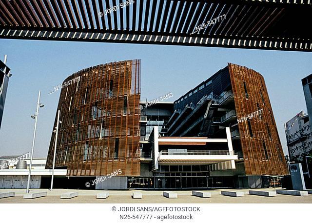 Biomedical research building of Barcelona, by Manel Brullet y Albert de Pineda. Barcelona, Spain