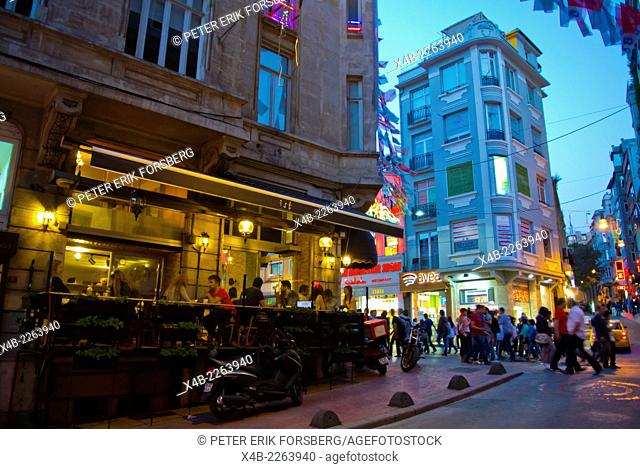 Restaurant terrace at corner of Istiklal caddesi the Independence street, Beyoglu district, central Istanbul, Turkey, Europe