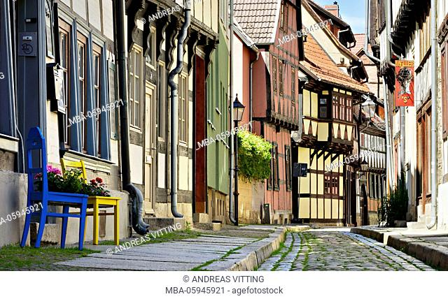 Germany, Saxony-Anhalt, Quedlinburg, historical old town, idyllic narrow street with half-timbered houses, UNESCO world heritage