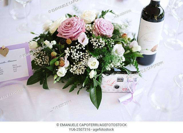 Flowers on the wedding table