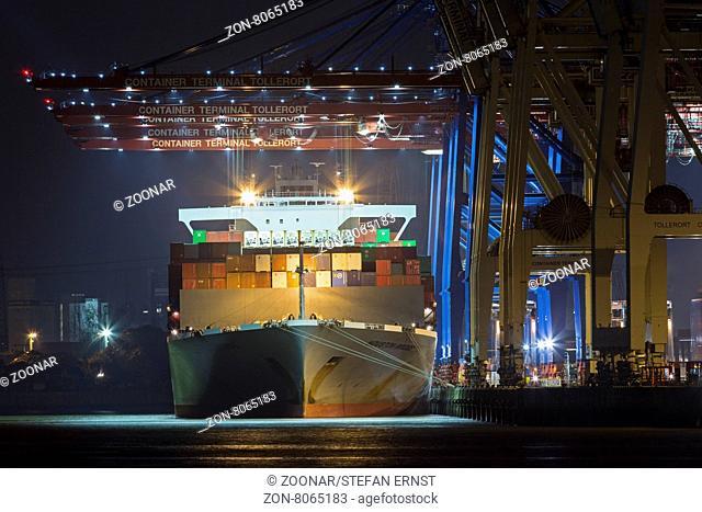 Containerschiff am Container Terminal Tollerort bei Nacht, Hamburger Hafen, Deutschland, Europa