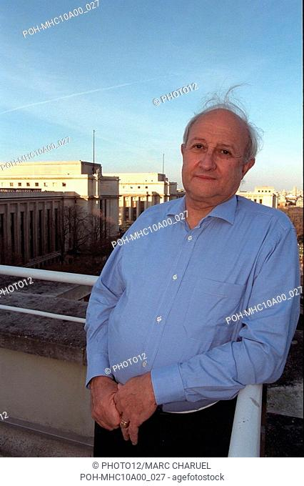 FRANCE. PARIS. LE PREHISTORIEN HENRY DE LUMLEY AU TROCADERO. // FRANCE. PARIS. PREHISTORIAN HENRY DE LUMLEY TO THE TROCADERO. November 24, 1998