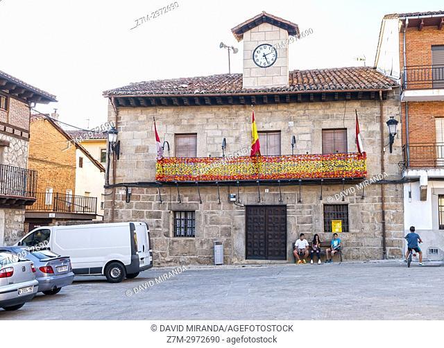 Ayuntamiento y Plaza de España. San Esteban del Valle. Barranco de las cinco villas. Valle del Tiétar. Provincia de Ávila, Castile-Leon, Spain
