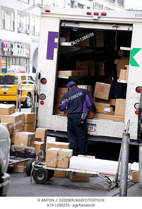 New York City, Fedex truck , parcel delivery manhattan