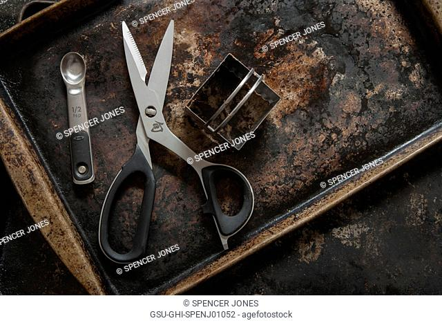Baking Tray with Scissors, Square Cutter and Measuring Spoon