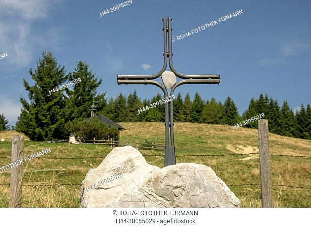 Bayern, Oberbayern, Berchtesgadener Land, Kreuz, Gipfelkreuz, Wegkreuz, Gedenkkreuz, Flurdenkmal, Christus, Jesus, Kunstwerk, Künstler, Berg, Teisenberg