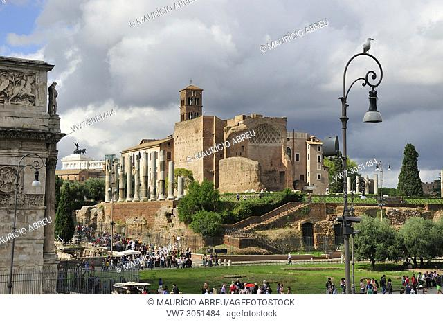 The Roman Forum, the Arch of Constantine and the monument to Vittorio Emanuele II. Rome, Italy