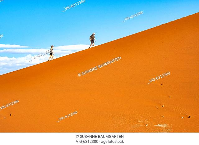 NAMIBIA, SOSSUSVLEI, Dune 45. Couple walk up the dune. - SOSSUSVLEI, NAMIB, Namibia, 07/01/2018