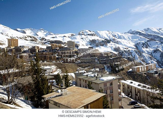 France, Hautes Alpes, Orcieres Merlette, overview of the village