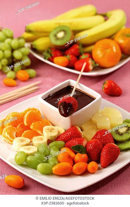 Fruit skewers with chocolate