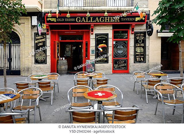 Old Irish tavern, Calle Murallas Romanas, old town of Zaragoza, Saragossa, Aragon, Spain, Europe