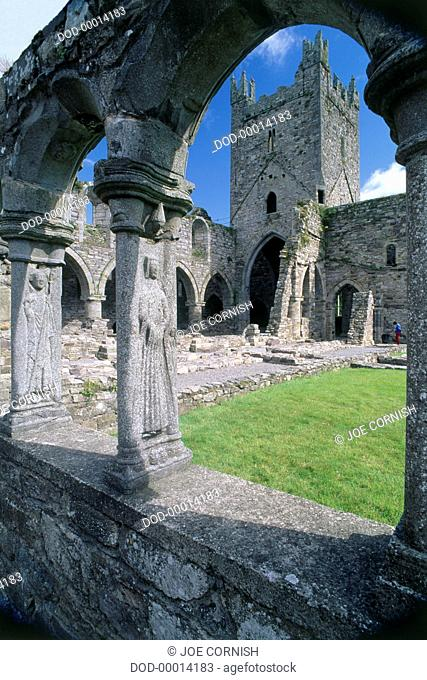 Ireland, County Kilkenny, Jerpoint Abbey, view of medieval cloister and courtyard