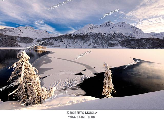 Frozen Lake Sils, Plaun da Lej, Maloja Region, Canton of Graubunden, Engadine, Switzerland, Europe