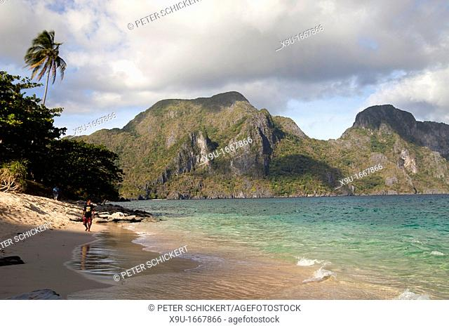 the sandy beach of Helicopter Iceland, Bacuit archipelago, El Nido, Palawan, Philippines, Asiatisch, Asian