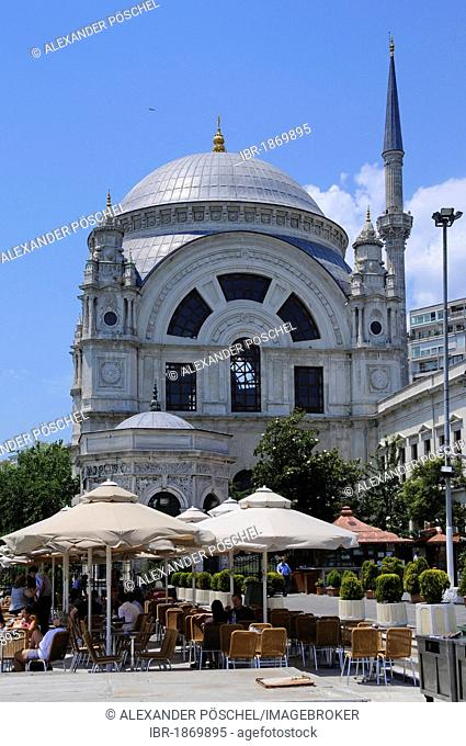 Bezm-i Alem Valide Sultan Camii Mosque or Dolmabahtsche Mosque, historic town centre, Istanbul, Turkey, Europe