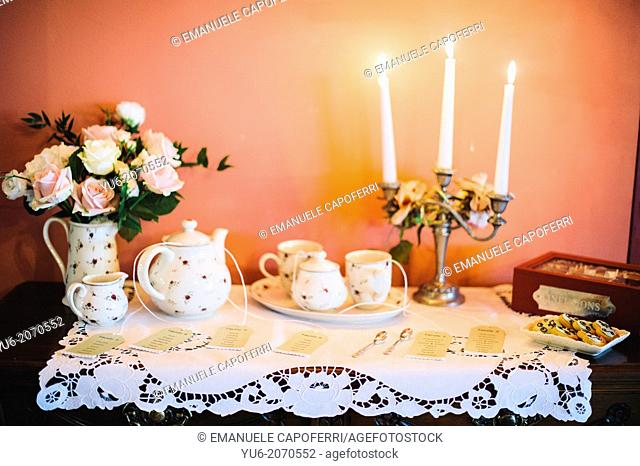 Tableau mariage, table with tea set and candelabrum with burning candles