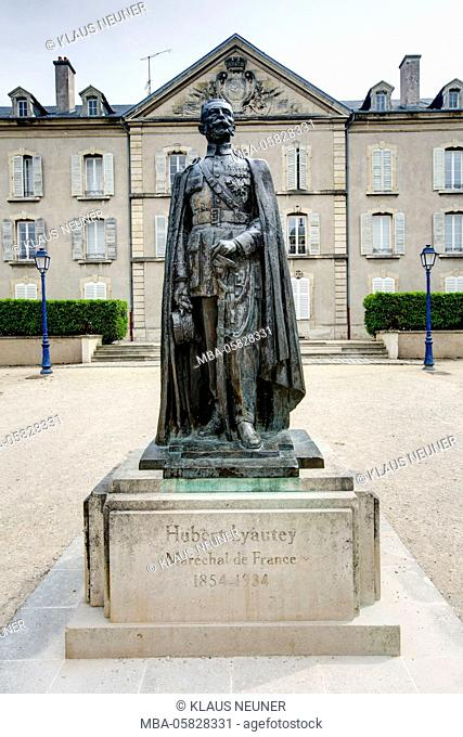 Louis Hubert Gonzalve Lyautey Statue, house facade, Nancy, Département Meurthe-et-Moselle, France