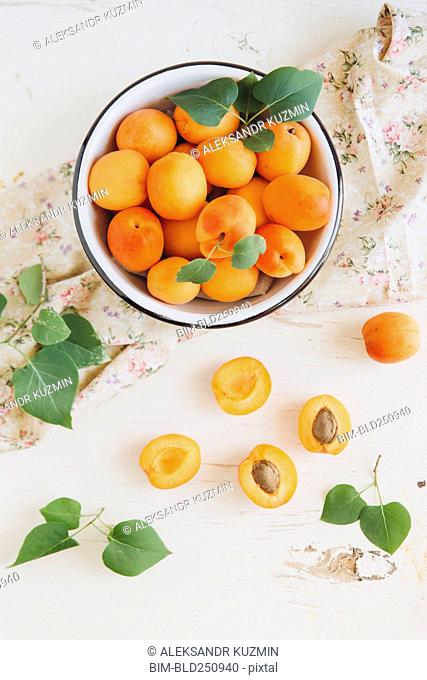Apricots in bowl
