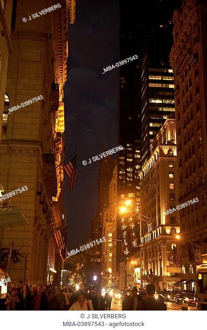USA, New York city Midtown 5th Ave street-scene pedestrians, evening, North America, metropolis, city, metropolis, city, buildings, high-rises