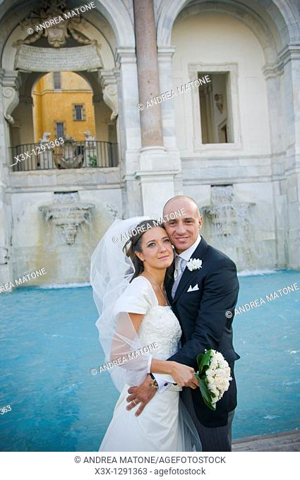 Portrait of newlyweds in front of Water fountain  Fontanone dell Acqua Paola known as the Fontanone del Gianicolo  Rome, Italy