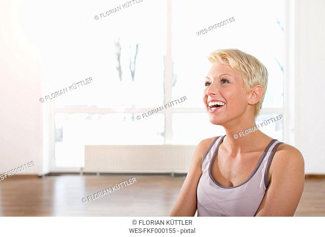 Germany, Brandenburg, Woman laughing in gym