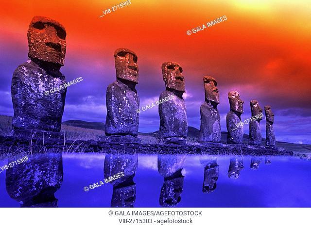 LINE OF STONE MOAI HEAD STATUES AHU AKIVI EASTER ISLAND RAPA NUI CHILE