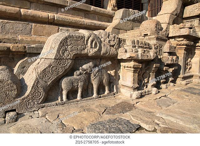 Motifs on balustrades, Northern entrance to the Nataraja mandapa, Airavatesvara Temple complex, Darasuram, Tamil Nadu, India