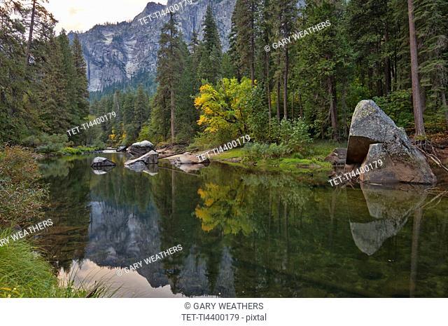 USA, California, Merced River