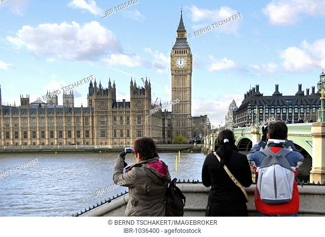 Tourists taking pictures of the Houses of Parliament, London, England, Great Britain, Europe