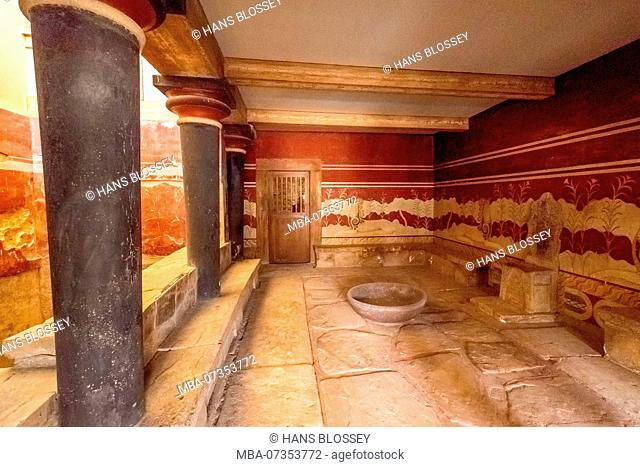Throne of King Minos, parts of the Minoan temple complex of Knossos, Palace of Knossos, ancient city of Knossos, Heraklion, Knossos, Crete, Greece, Europe