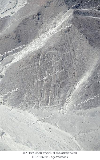 Astronaut, 32m, Nazca Lines, geoglyphs in the desert, Nazca, Peru, South America, Latin America