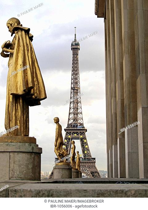 Statues at the Palais de Chaillot and the Eiffel Tower, Paris, France, Europe