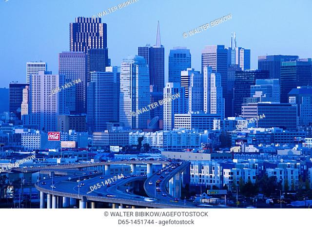 USA, California, San Francisco, Potrero Hill, view of downtown and I-280 highway, dusk