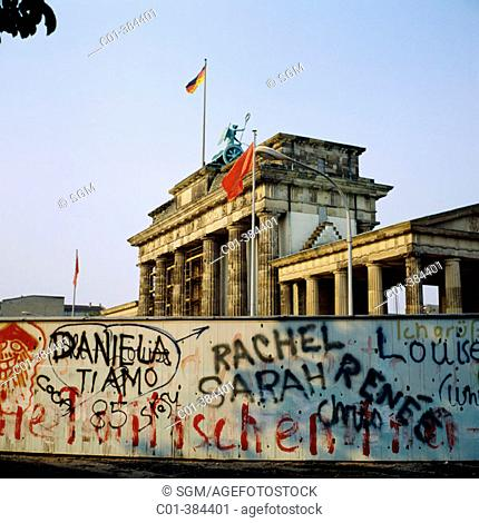 Berlin Wall with writings and Brandenburg Gate, 1986. Berlin. Germany
